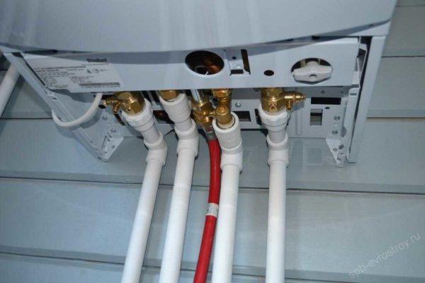 Настенный газовый котел можно подключать полипропиленовыми трубами сразу от входа котла