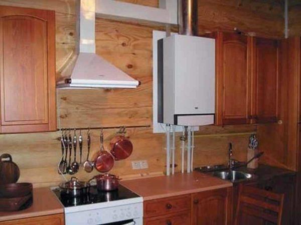 Установить газовый котел на кухне можно лишь при наличии работающей вентиляции и дверей