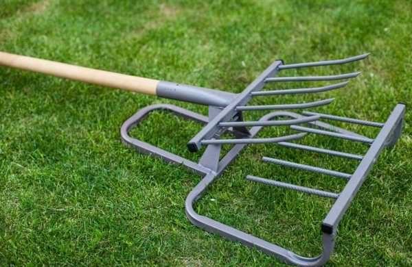"""Использовать можно круглую или профилированную трубу, металлические прутки или """"детали"""" от вил"""