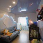 Потолочные светильники в детскую должны давать достаточно света