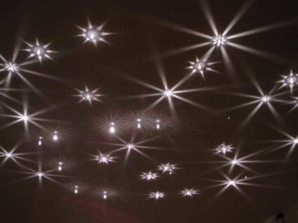 Расположение точечных светильников на потолке выбрать непросто