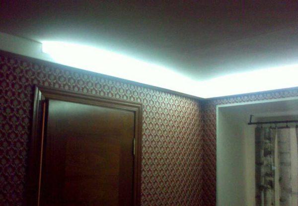 Вариант скрытой подсветки в коридор