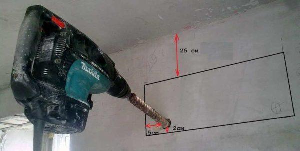 """Если монтируется два блока """"спина к спине"""", отверстие необходимо строго выверить (измерьте на собственном блоке где находятся порты подключения)"""