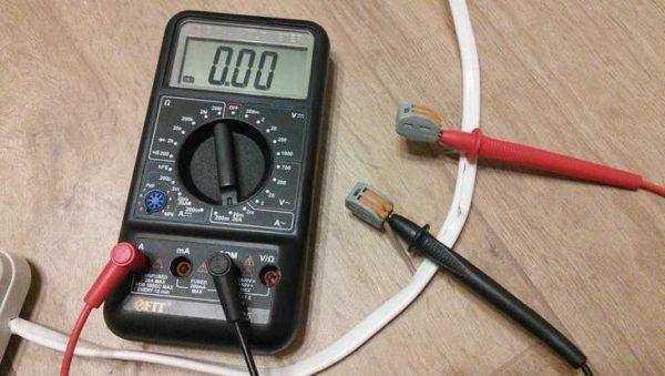 Измерение переменного тока электронным мультиметром