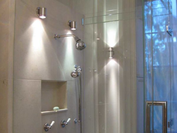 Светильники для ванной комнаты с возможностью изменения направления светового потока
