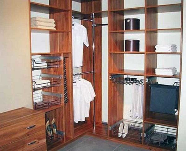Наполнение шкафа купе в углу: установить две смежные штанги для плечиков