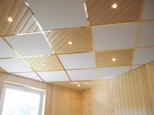 Это вариант потолка Армстронг со смешанным заполнением