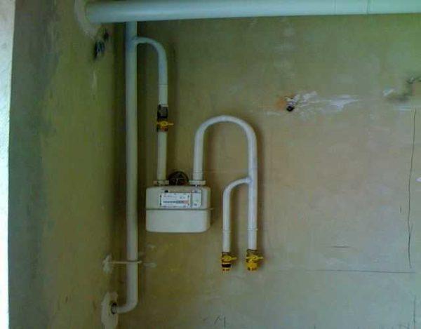 Только на кухне может быть одна заштукатуренная стена - газовщики требуют для установки счетчика