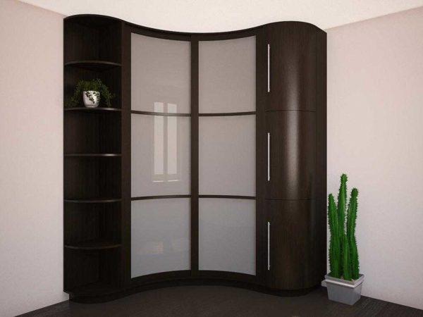 МДФ позволяет создавать округлые формы для мебели. Такие шкафы купе называют радиальными