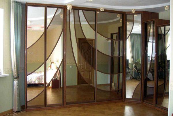 Тонированная зеркальная поверхность