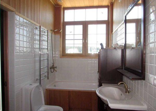 Облицовка деревянных стен плиткой - это практично