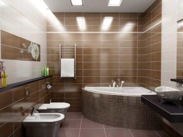 Темная акцентная стена в светлой ванной комнате
