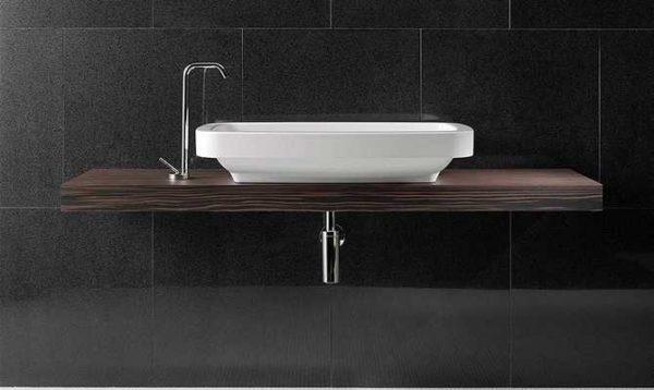 Столешница для ванной комнаты под раковину изготавливается из дерева в том числе