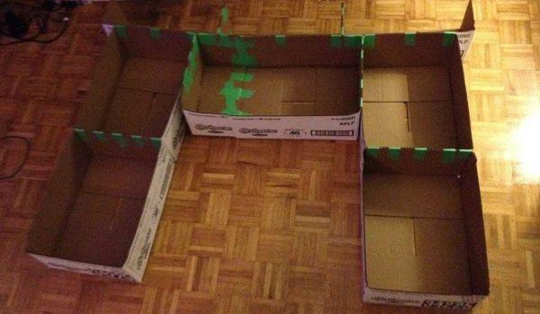 Склеить коробки скотчем с тыльной стороны