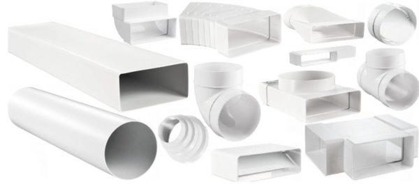 Вот такой набор фасонных элементов позволяет составить из пластиковых труб систему вентиляции любой сложности