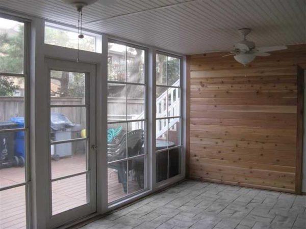 Входные двери ПВХ могут один в один повторять переплет окон, а могут отличаться