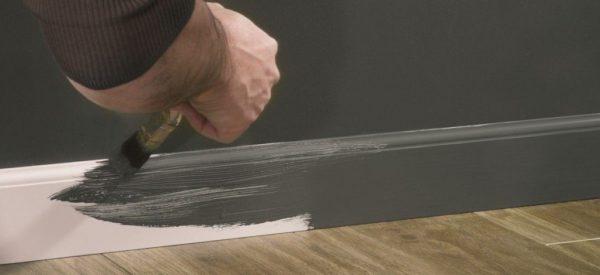 Нестандартное решение - пластиковый напольный плинтус из вспененного ПВХ под покраску