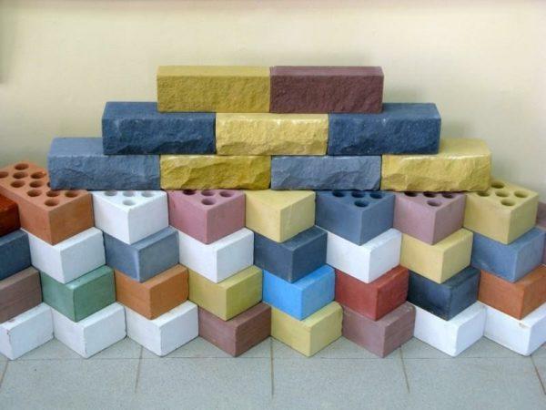 Силикатный кирпич может быть цветным В этом случае его используют как отделочный материал