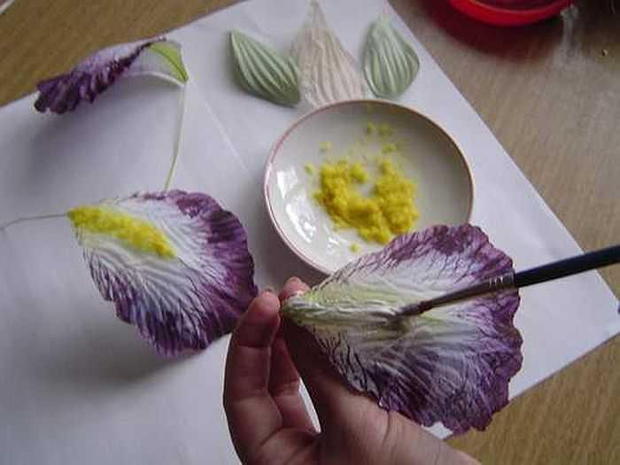 Техника изготовление цветов из гофрированной бумаги своими руками 40