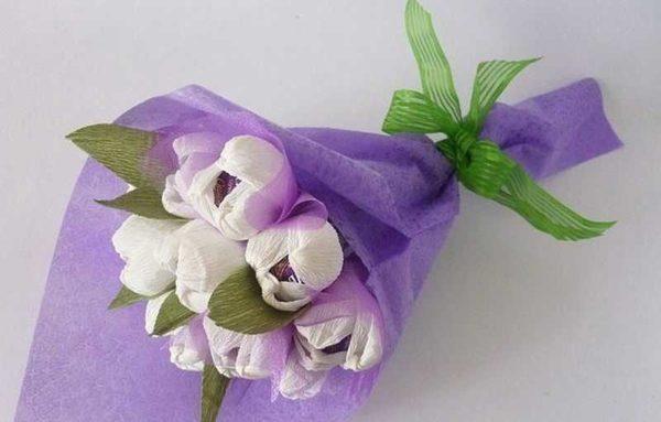 Прелестные цветы из гофрированной бумаги могут украсить ваш интерьер или стать подарком