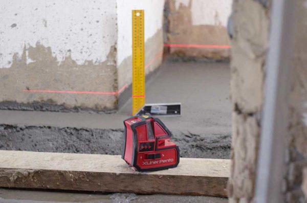Для работы на улице, ищите лазерный уровень с корпусом, который не боится влаги и пыли