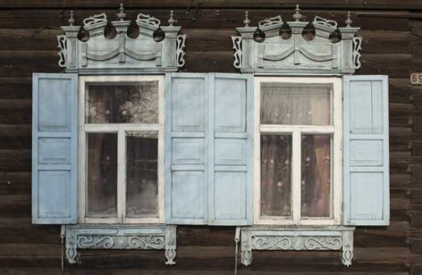 Ставни и наличники - такое часто можно встретить на старых домах