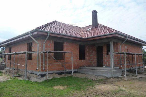Такой, дом с Г-образной планировкой по стоимости выходит более дорогим, Чем прямоугольный или квадратный