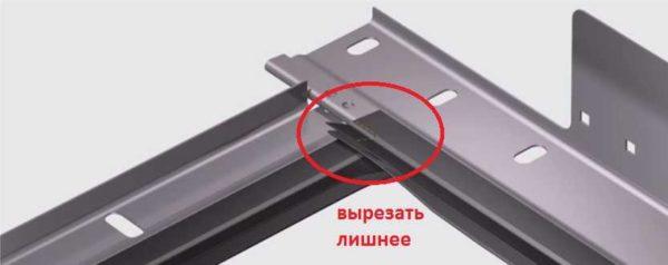 Вырезать мешающий кусок уплотнителя