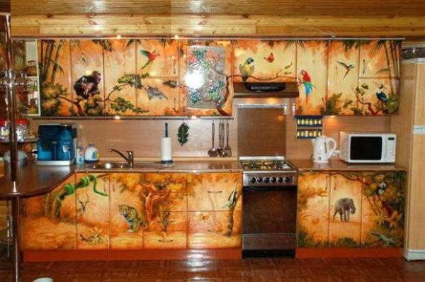 Из скучной стандартной кухни можно сделать произведение искусства