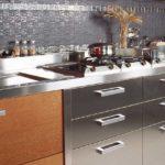 Еще вариант металлических панелей для кухонного фатука