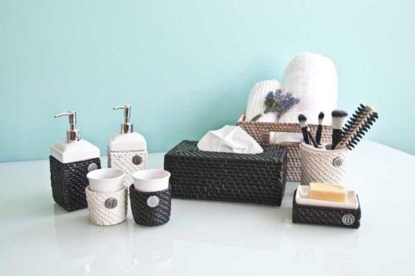 Аксессуары для ванной комнаты: виды, выбор, цены (48 фото)