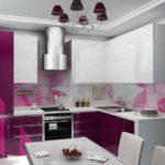 Цвет фуксия в интерьере кухни - сочетание с серым и серебристым