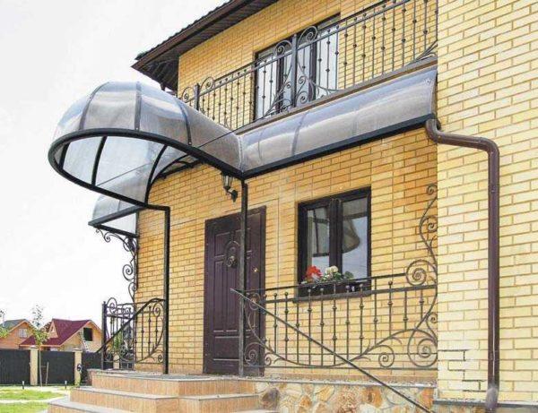 Перила для лестницы и ограждение балкона, террасы должны быть в одном стиле