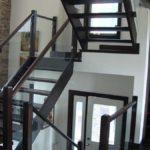 И лестница не кажется такой тяжелой и громоздкой...