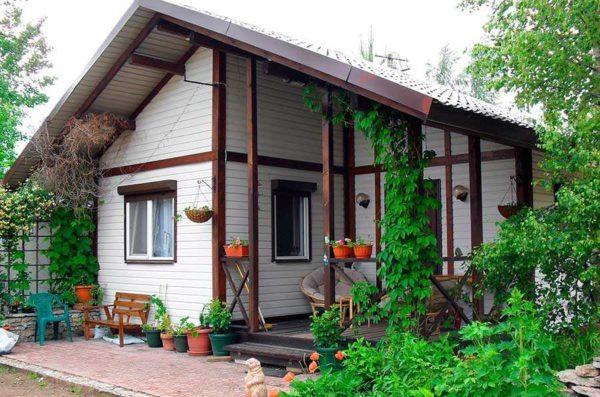 Небольшой каркасный домик для дачи