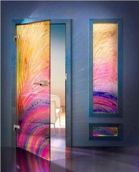 Вот такими могут быть стеклянные межкомнатные двери...это к вопросу о многообразии вариантов оформления