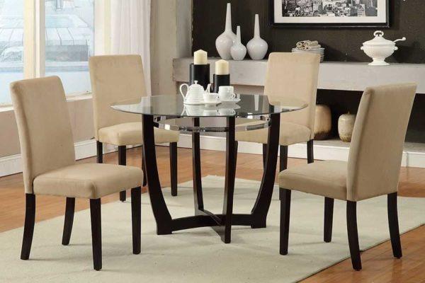 Круглый стеклянный стол на кухню - отличный вариант для просторных помещений