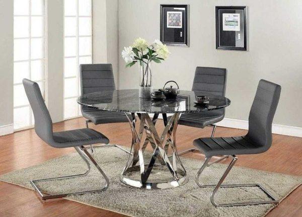 Подбирать надо сразу комплект: стеклянный кухонный стол и стулья к нему