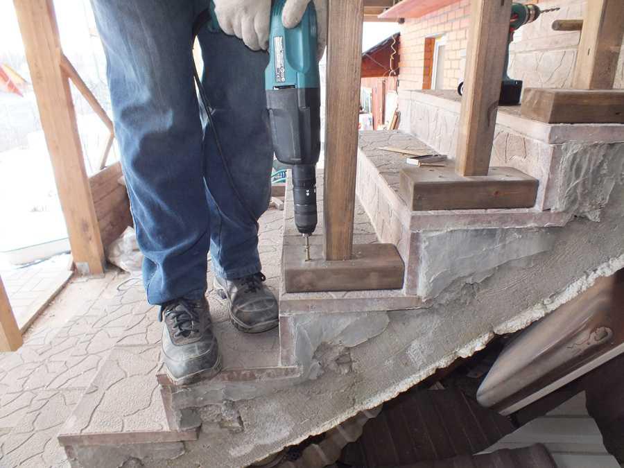 Резные деревянные столбы и балясины для лестниц и