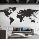 Для стиля минимализм тоже есть варианты украшения стен географической картой