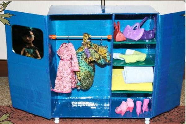 Один из вариантов самодельной мебели ля кукол - шкаф