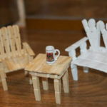 Кресло, стол - тоже можно сделать из прищепок
