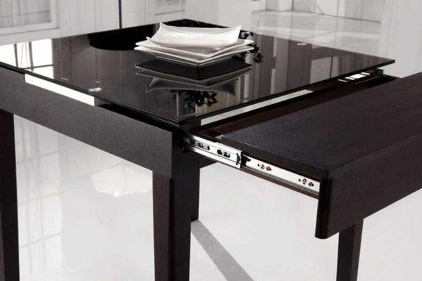 Раскладные столы удобны на любой кухне, тем более на маленькой