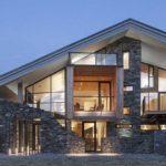 Камень и стекло - сочетание классическое, но вид современный