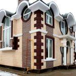 Это фото дома из кирпича в стиле модерн можно считать пособием по стилю...