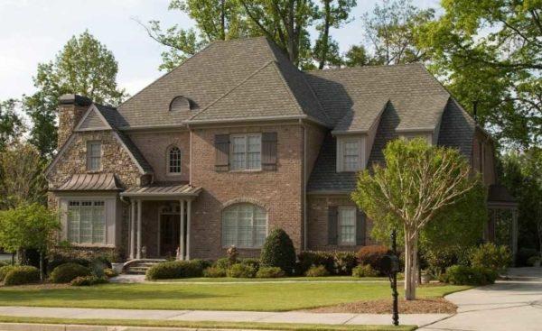 """Этот стиль в архитектуре называется """"прованс"""". Характерные крыши, окна..."""