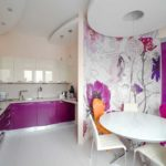 Стилизованные цветы в кухне сиреневого цвета - для созданию боле мягкого интерьера