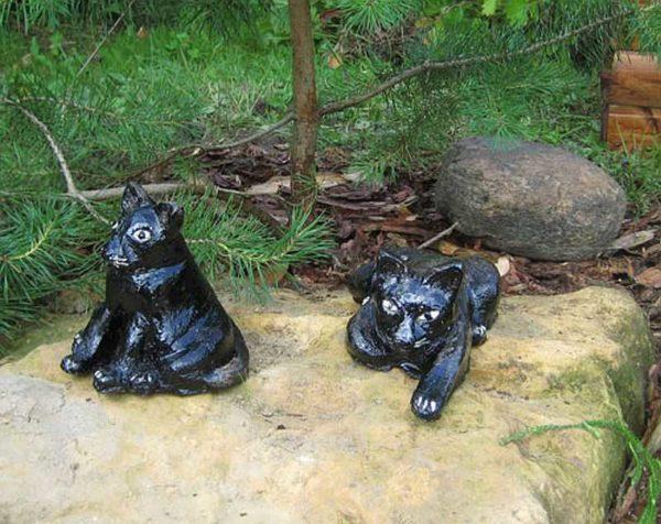 Это гипсовые фигурки для сада, но их на зиму оставлять нельзя