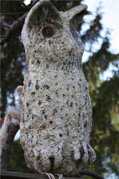 Чтобы оперение совы было похоже на настоящее, в раствор добавили опилки