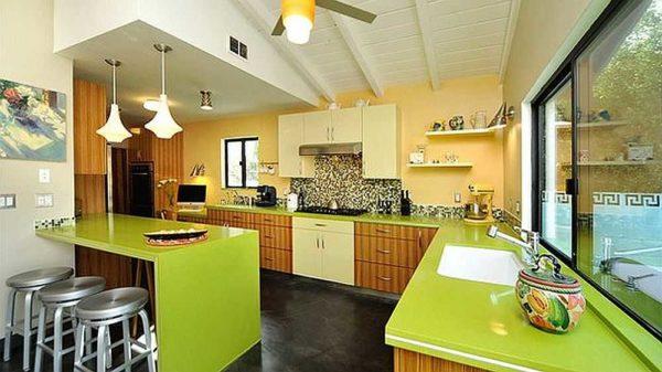 Желто-зеленые кухни встречаются нечасто: сложно создать гармоничный интерьер из двух ярких оттенков